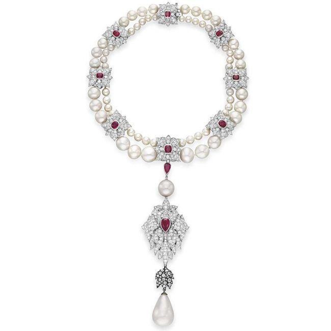 Elizabeth Taylors La Peregrina Necklace