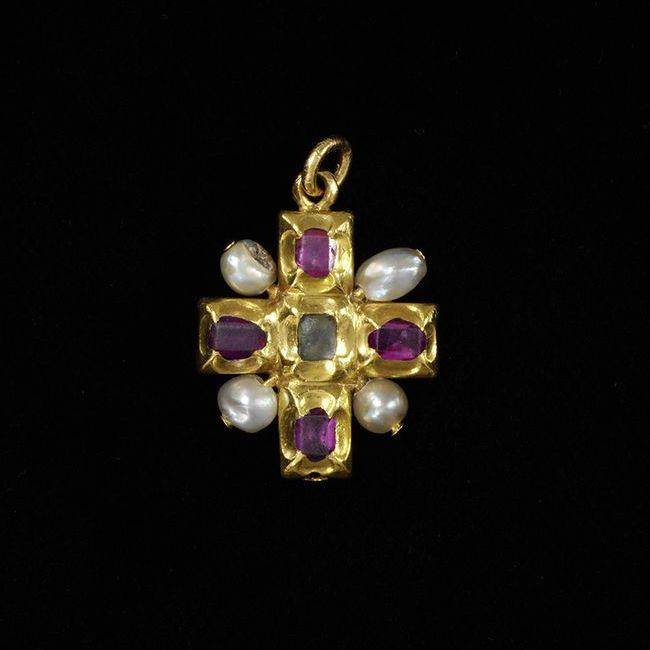 ancient artists cross pearl pendant