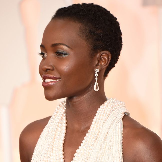 lupita nyong'o chopard diamond earrings at oscars