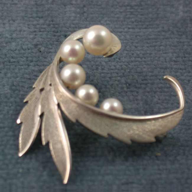 mikimoto five cultured pearl sterling brooch