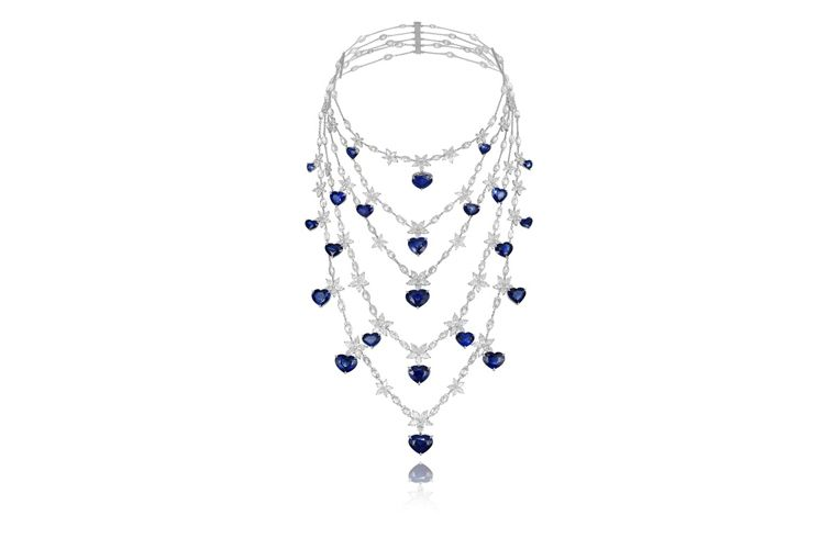 plastron necklace