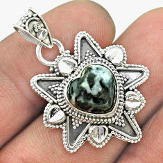 5.38cts natural black chrysanthemum 925 sterling silver heart pendant t56077